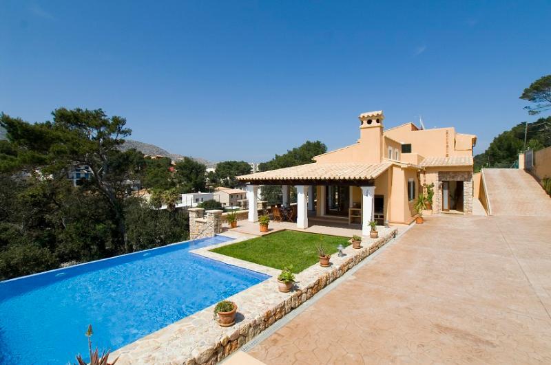 3 bedroom Villa in Cala San Vicente, Mallorca, Mallorca : ref 3997 - Image 1 - Cala San Vincente - rentals
