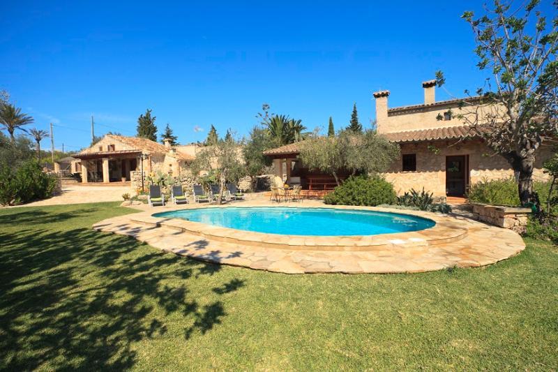 2 bedroom Villa in Pollença, Mallorca, Mallorca : ref 4013 - Image 1 - Pollenca - rentals