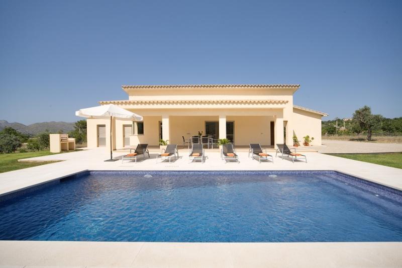 3 bedroom Villa in Pollença, Mallorca, Mallorca : ref 4016 - Image 1 - Pollenca - rentals