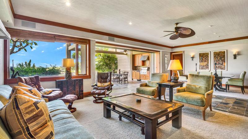 Spacious living area with view to dining area and lanai - 119C Waiulu Street - Kailua-Kona - rentals