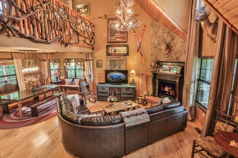 Stunning decor in this open living area - Buckhorn Lodge - Blue Ridge - rentals