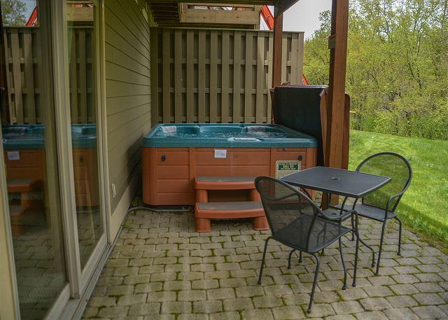 Hot Tub - Beautiful and unique townhome within walking distance to the ski slopes! - McHenry - rentals