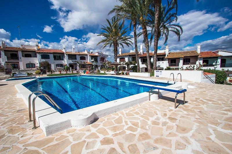 Pleasant villa for 6 people in Torrembarra,  just 1 km from Costa Dorada beaches! - Image 1 - Costa Dorada - rentals