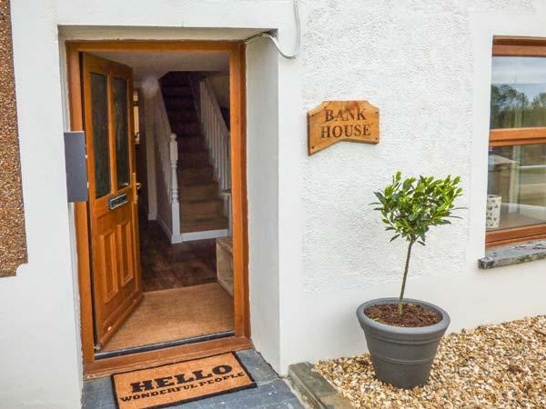 BANK HOUSE, quaint cottage, woodburner, dishwasher, enclosed garden, in Newcastle Emlyn, Ref 23671 - Image 1 - Newcastle Emlyn - rentals