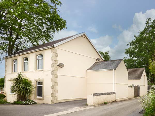 THE CROFT, detached, spacious property, WiFi, games room, sauna, near Kidwelly - Image 1 - Kidwelly - rentals
