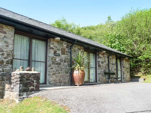 BRECON COTTAGES - DYFED, views, stunning scenery, on-site facilities, nearby attractions, near Pen-y-Cae, Ref. 925413 - Image 1 - Pen-y-cae - rentals