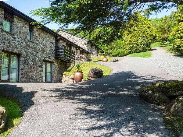 BRECON COTTAGES - MID-GLAMORGAN (NO. 11), on-site facilities, WiFi, Jacuzzi bath, ground floor cottage, near Pen-y-Cae, Ref. 925416 - Image 1 - Pen-y-cae - rentals