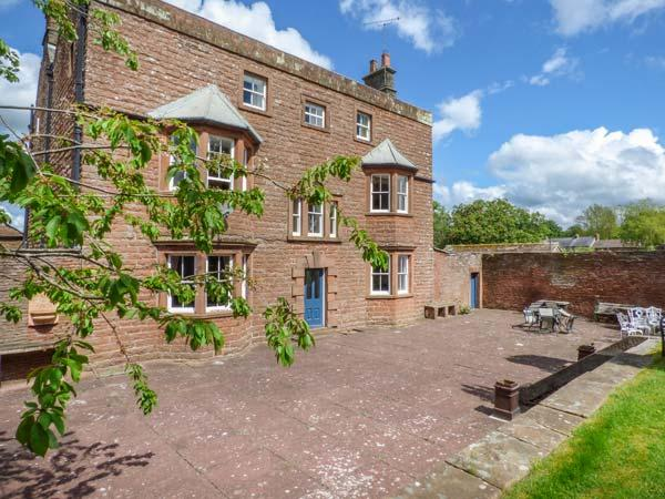 EDEN HOUSE, detached, Grade II listed, open fires, WiFi, large gardens, great walks in the area, Penrith, Ref 925455 - Image 1 - Penrith - rentals