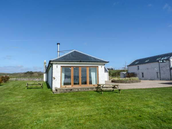 NETHER STRAVANNAN NORTH, coastal property, all ground floor, woodburner, Rothesay, Ref 929161 - Image 1 - Rothesay - rentals