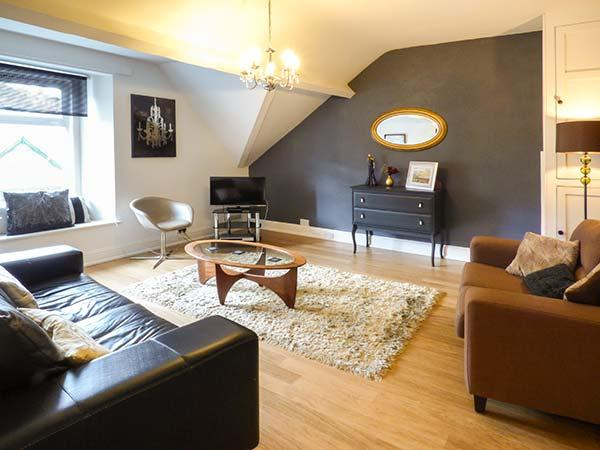 HIGH RIDGE, second floor apartment, shops and pubs on the doorstep, walks - Image 1 - Ambleside - rentals