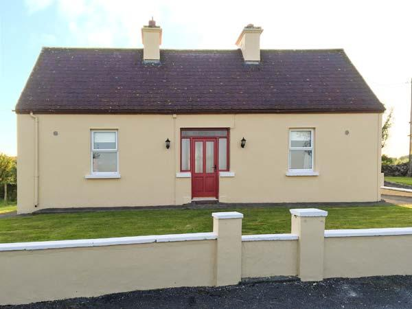 THE COTTAGE, all ground floor, ample parking, garden to front and rear, in Ballaghaderreen, Ref 934168 - Image 1 - Ballaghaderreen - rentals