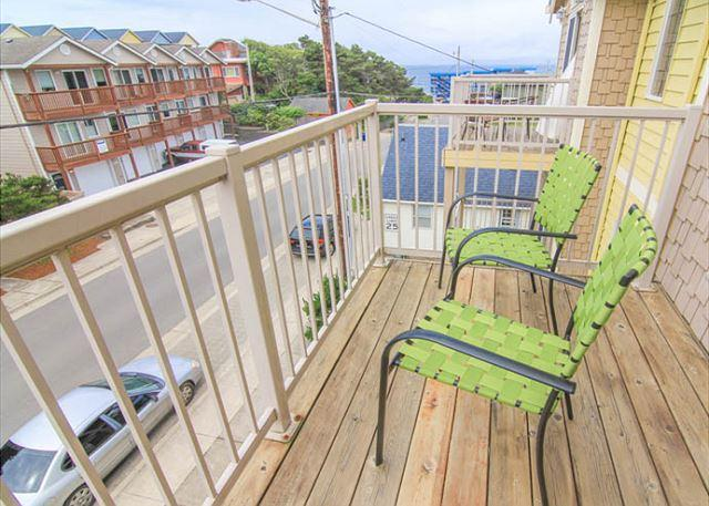 Contemporary Three-Story Condo Just a Block From the Beach - Image 1 - Lincoln City - rentals