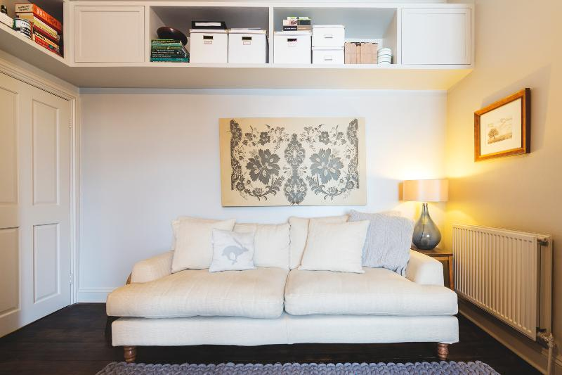 A stylish and quirky two-bedroom apartment in Kensal Rise. - Image 1 - London - rentals