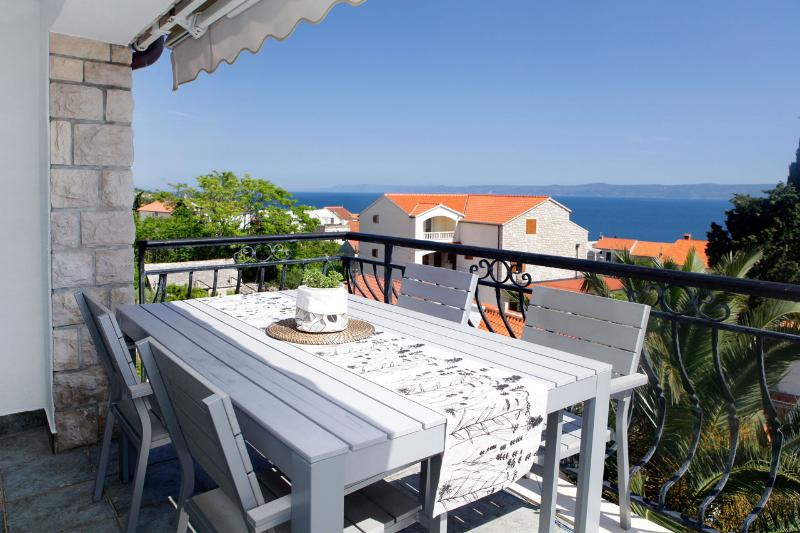 Diana 3-practical apartment for 4 people with an amazing sea view from balcony - Image 1 - Bol - rentals