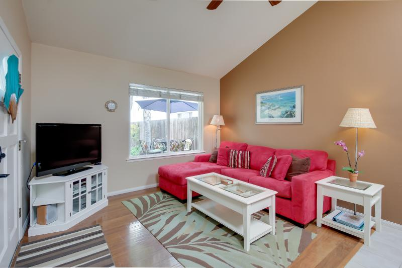 Living room with flat screen HDTV with premium cable - Nautilus Rentals: Peek bay view in stylish accommodations, private patio, - San Diego - rentals