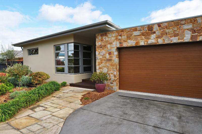 REGATTA RETREAT - STUNNING, PET FRIENDLY HOME WITH PRIVATE SAUNA! - Image 1 - Inverloch - rentals