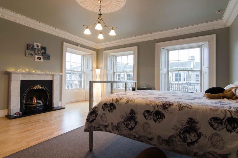 Bedroom 3 - 6 Double Bedroom Spacious Upper Apartment - Edinburgh - rentals