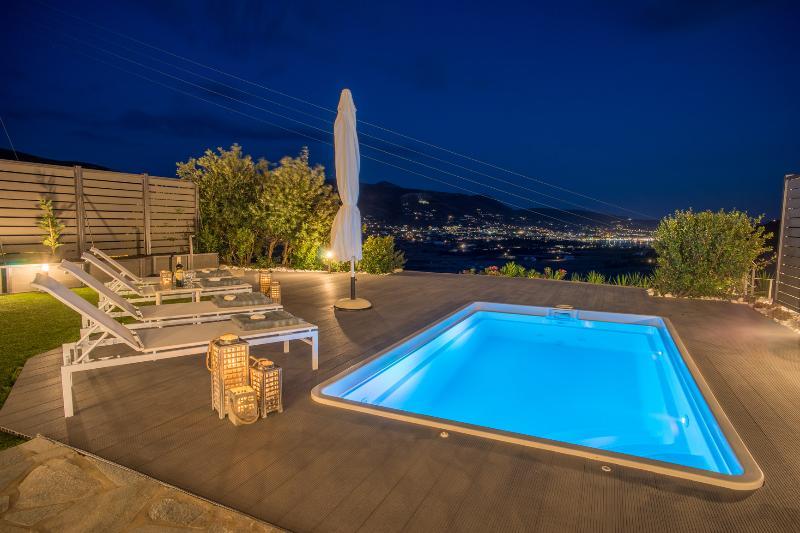 Azzurro Bianco Suite 2 with private pool - Image 1 - Parikia - rentals