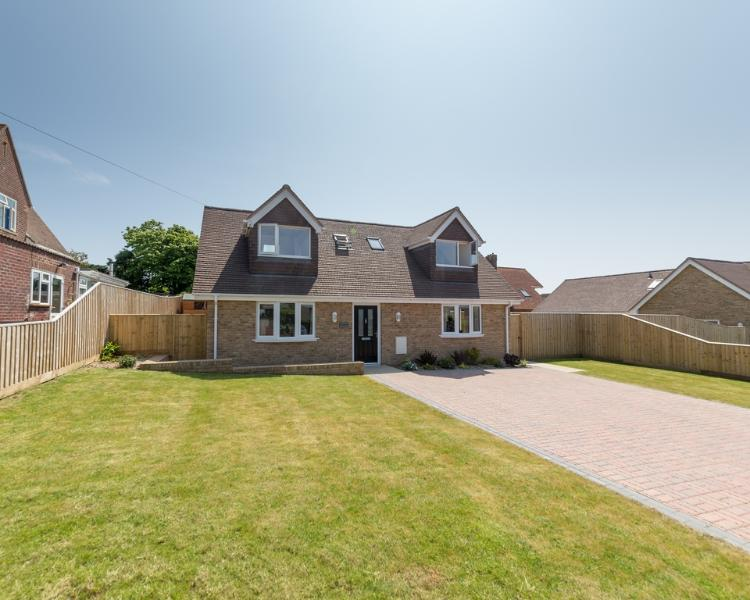 Downs View located in Sandown, Isle Of Wight - Image 1 - Sandown - rentals