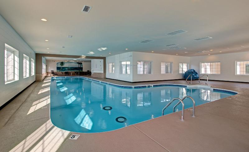 Indoor Pool and Hot Tub, open year-round! - Relaxing family escape w/pools, wifi, patio, more! - Branson - rentals