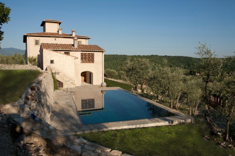 Splendid villa in the heart of Tuscan nature - Image 1 - San Donato in Poggio - rentals