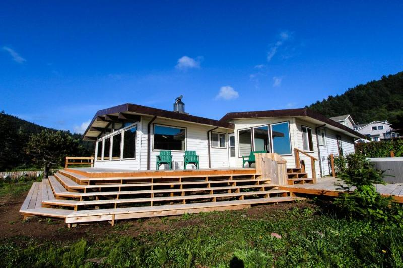 Dog-friendly, oceanfront house w/ private hot tub & beach access - Image 1 - Yachats - rentals