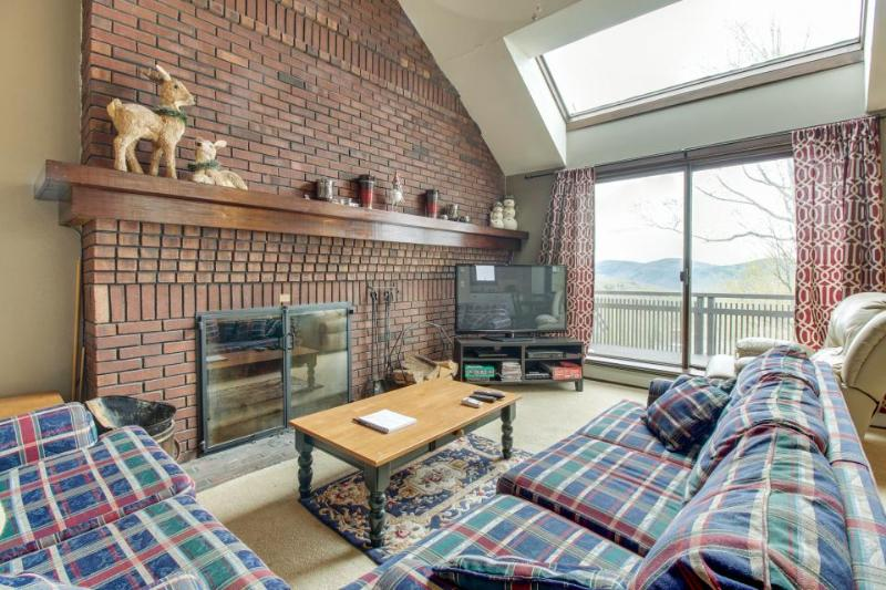 Ski-in/ski out access, shared pool & hot tub, and private deck! - Image 1 - Killington - rentals