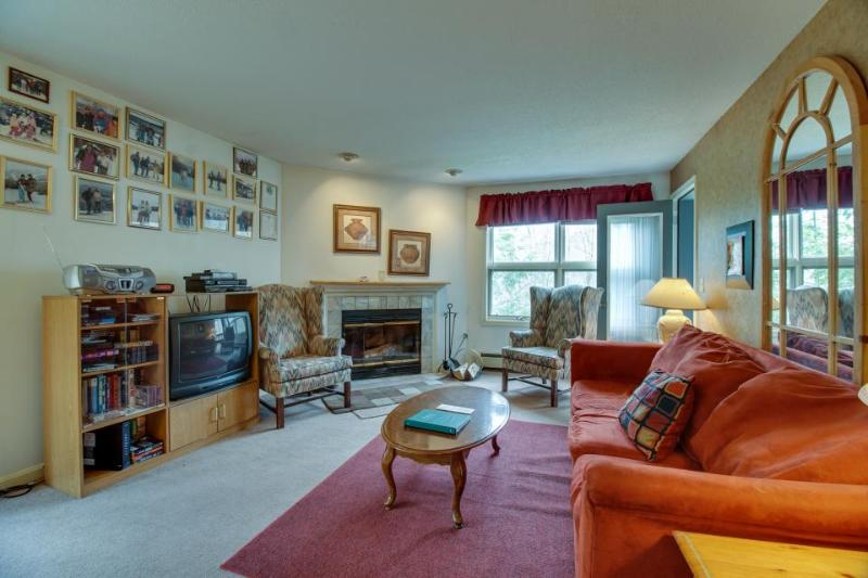 Ski-in/ski-out condo with shared pool and scenic views! - Image 1 - Killington - rentals