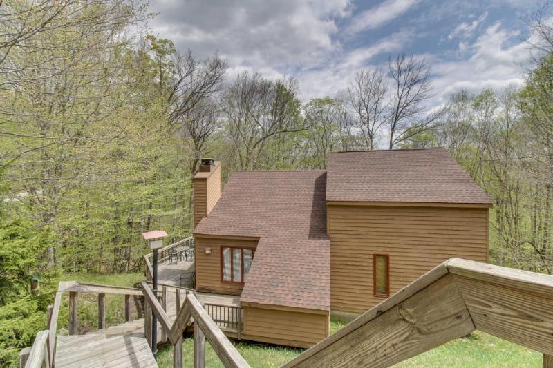 Spacious home w/ large deck, hot tub, game room & sauna! - Image 1 - Killington - rentals