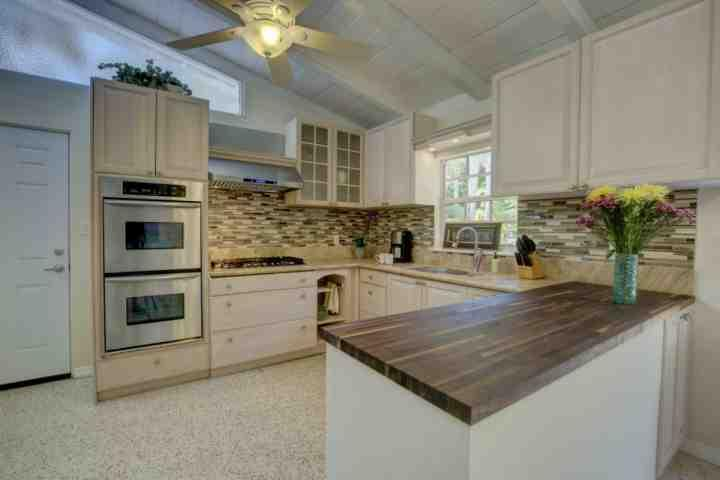 Brand new, squeaky clean kitchen with gas cooktop and double oven for enjoyable meal preparation. - Winding Way Siesta Key - Siesta Key - rentals
