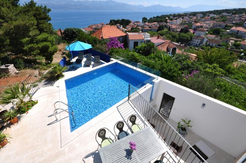 House with pool for rent, Sutivan, island of Brac - Image 1 - Sutivan - rentals