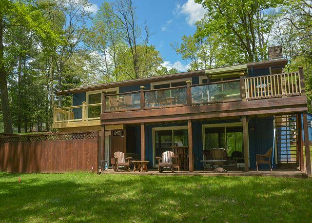 Exterior - Enjoy lake views from this centrally located home with a private dock! - McHenry - rentals