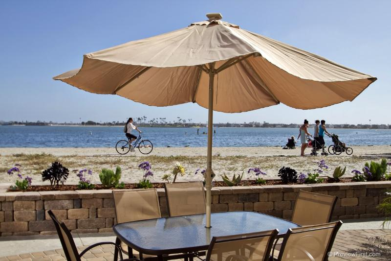 The ultimate vacation location...Sail Bay Splendor, right on the sand! - SAIL BAY SPLENDOR in a cozy bay front complex - San Diego - rentals