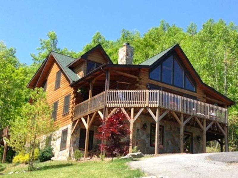 The Catawba Falls Lodge - 5 BR Upscale Mountain Log Home - Great Views - Black Mountain - rentals