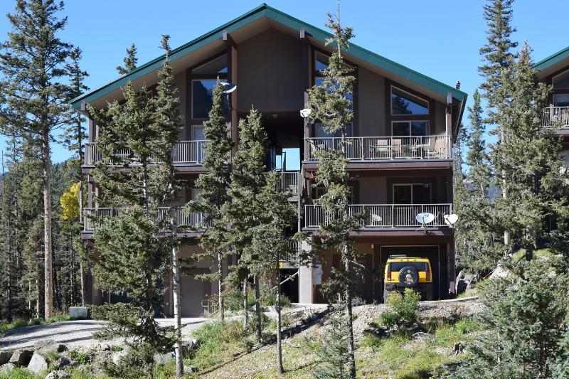 Front of condo summer. - Gorgeous 2bd/2ba! Mountain Views!  Hiking Trails! - Taos Ski Valley - rentals