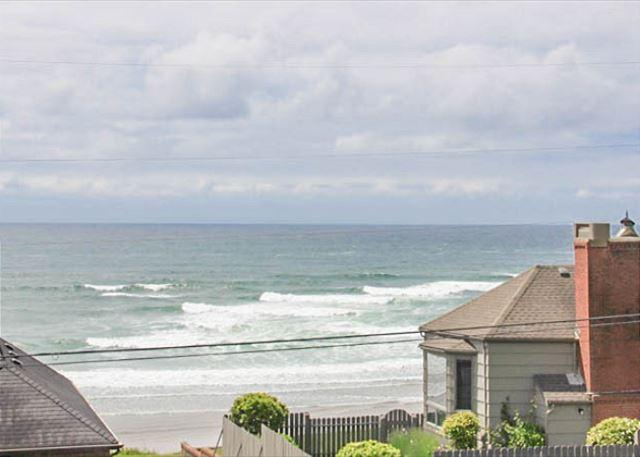 Amazing view, hot tub, WiFi, deck and giant yard! - Image 1 - Lincoln City - rentals