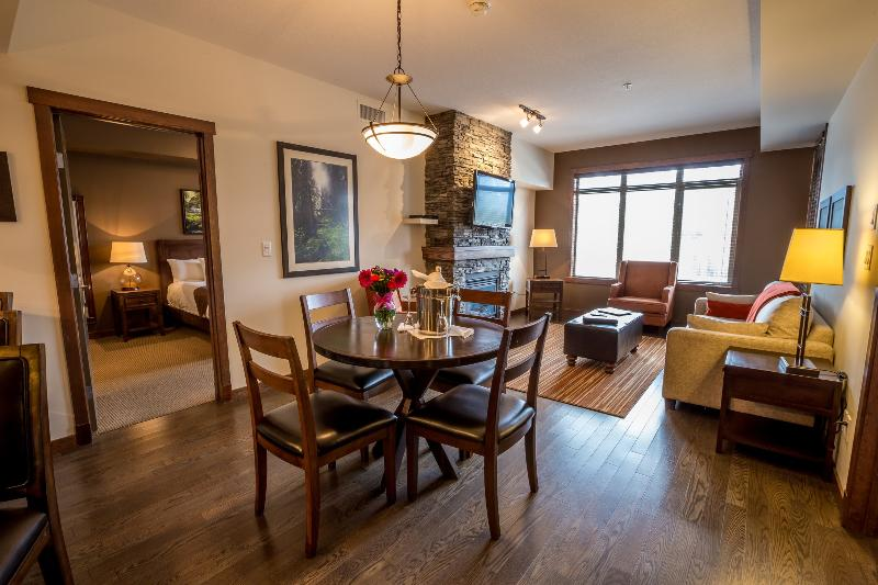 This stunning living area is elegant and inviting. - Canmore Stoneridge Mountain Resort Luxury Condo with 2 King Bedrooms - Canmore - rentals