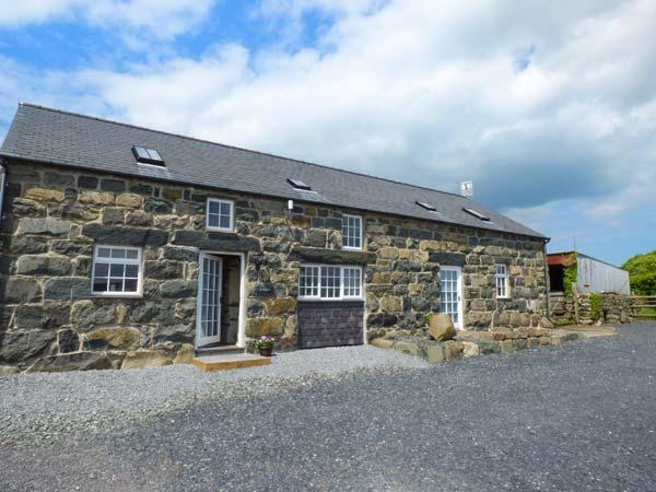 Y STABAL, semi-detached, electric fire, parking, garden, in Criccieth, Ref 932767 - Image 1 - Criccieth - rentals