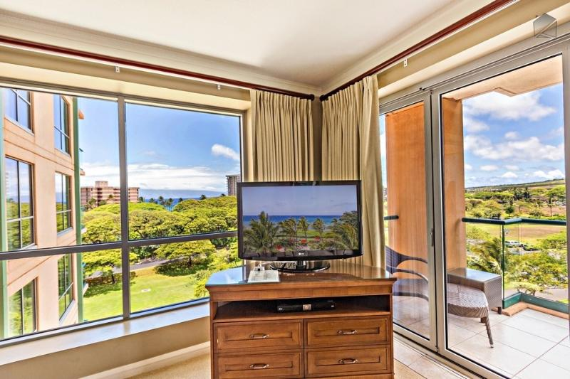 Watch the newest flick, or watch the ocean right past your TV. - Low Rates and No Construction Views! 2 Bedroom Mountain Views! - The Palm Tree at 632 Konea - Ka'anapali - rentals