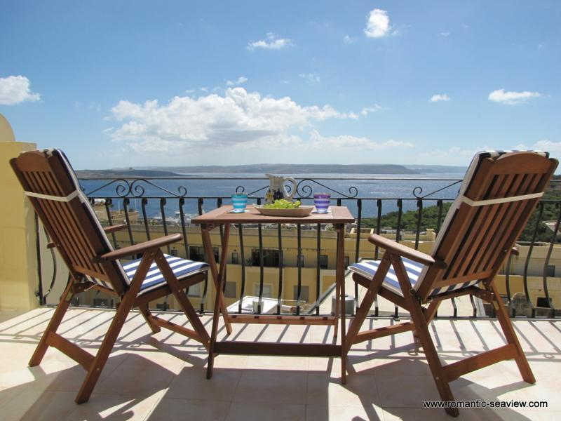 Romantic Seaview Penthouse - Absolutely breathtaking ocean view - huge front balcony - Apartment with stunning ocean views + Pool - Ghajnsielem - rentals