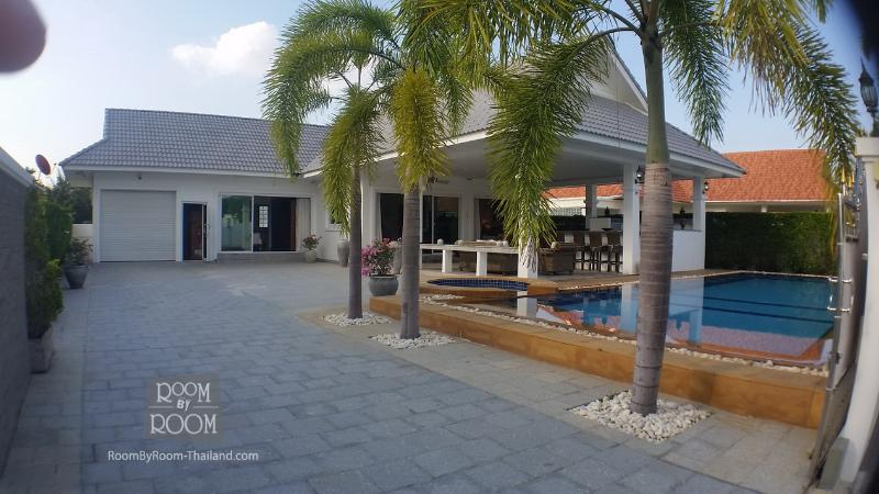 Villas for rent in Hua Hin: V6107 - Image 1 - Hua Hin - rentals
