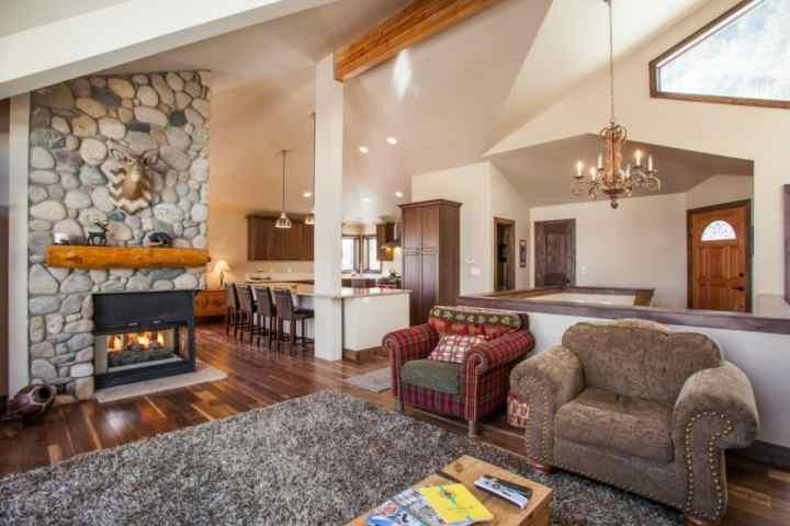 "Comfortable living area with plenty of seating, gas fireplace, 38"" flat screen TV and DVD player. - Pet Friendly, Private Fenced Yard, Hot Tub, Family Friendly, - Eagle-Vail - rentals"