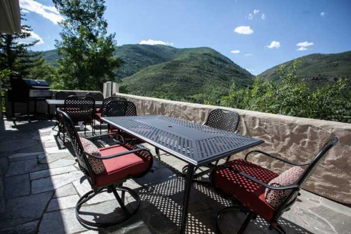 Large main level spacious deck with charcoal grill and 2 tables with seating for 8-12. - Single Family Home, Private Hot Tub, Great for Large Groups, Family Friendly, Easy Access to Vail! - Vail - rentals