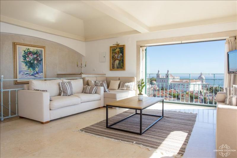 Penthouse with terrace and panoramic view - Image 1 - Lisboa - rentals