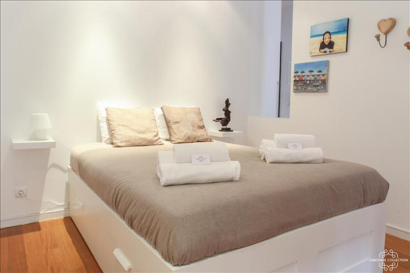 Ap7 - Charming 2 bedrooms´ apartment near metro - Image 1 - Lisboa - rentals