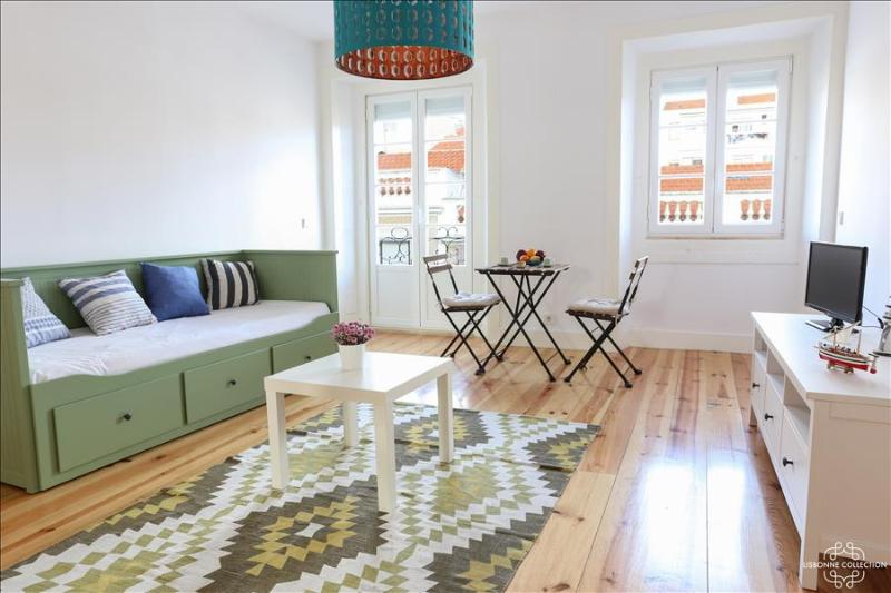 Ap8 - Spacious 2 bedrooms apartment with balcony in the heart of the authentic - Image 1 - Lisboa - rentals