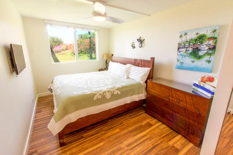 Master bedroom with king bed & ocean view - Family Friendly; Tropical Home; Walk to the Beach! - Kihei - rentals