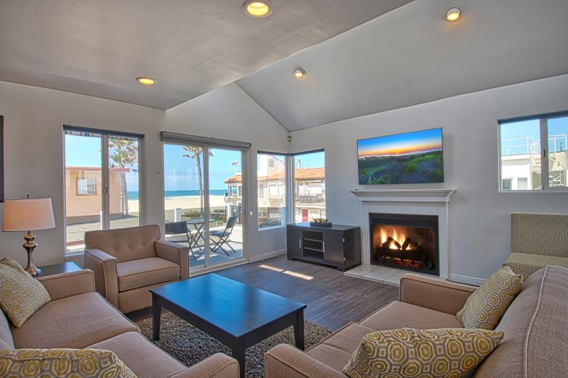 2nd Floor Living Room Area Showing View - 6711 Seashore Drive - Single Family Home 4 Bed 3.5 - Newport Beach - rentals