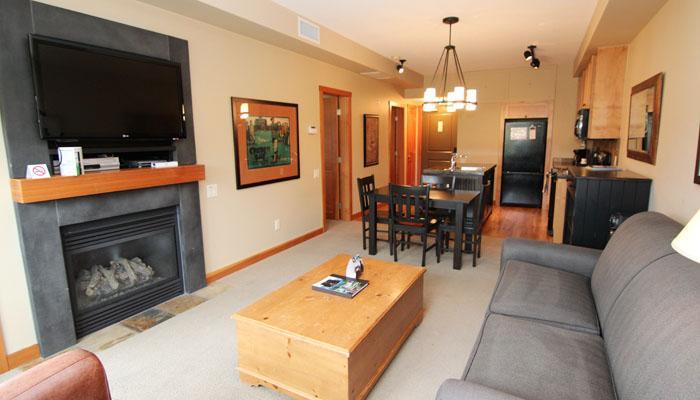 Spacious living room and dining area - Vernon Predator Ridge 1 Bedroom Luxury Condo - Vernon - rentals