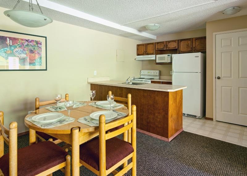 Cozy space with great dining area and small, functional kitchen - Panorama Lower Village Horsethief Lodge 2 Bedroom Condo - Panorama - rentals